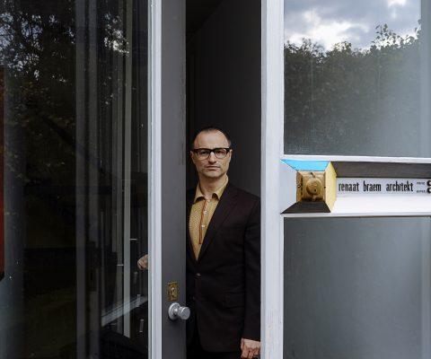 Wake up call uit de theatervoorstelling 'Braempraat' door Dimitri Leue